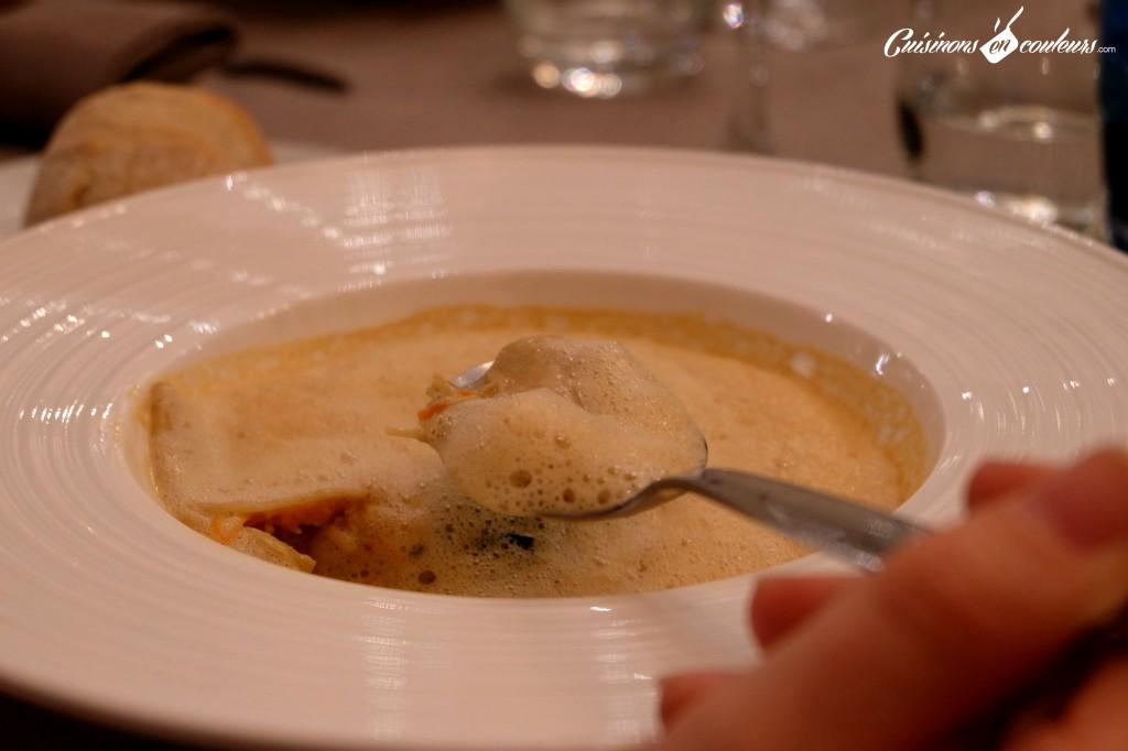 Ravioles de langoustine, velouté mousseux de crustacés au basilic - Le 16 Haussman