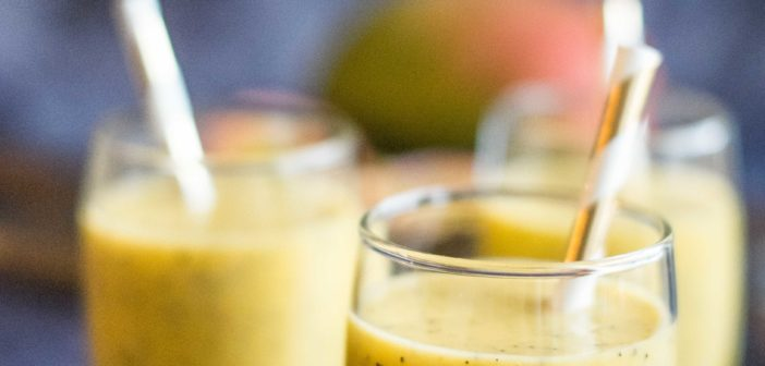 Smoothie passion, mangue et lait de coco