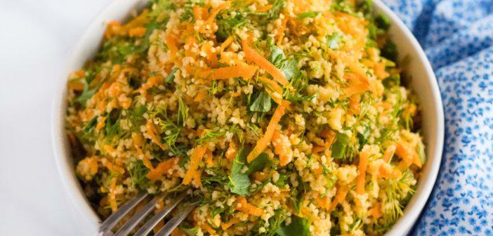 Salade de couscous aux carottes et aux herbes