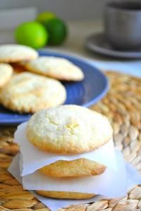 DSC_0178-200x300 - Cookies à la noix de coco et au citron vert