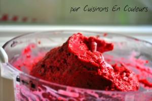 glace-300x200 - Glace aux Fruits Rouges et éclats de chocolat blanc... et SANS sorbetière!