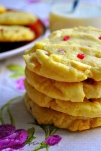 DSC_0234-200x300 - Cookies aux éclats de framboises et chocolat blanc (Recette de Laura Todd)