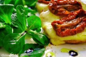 DSC_0026-300x200 - Salade de mâche, crostini à la tomme de Savoie et aux tomates séchées