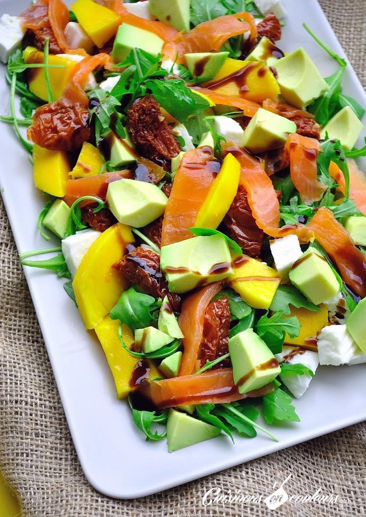 salade - Salade au saumon fumé, à la mangue et plein de bonnes choses