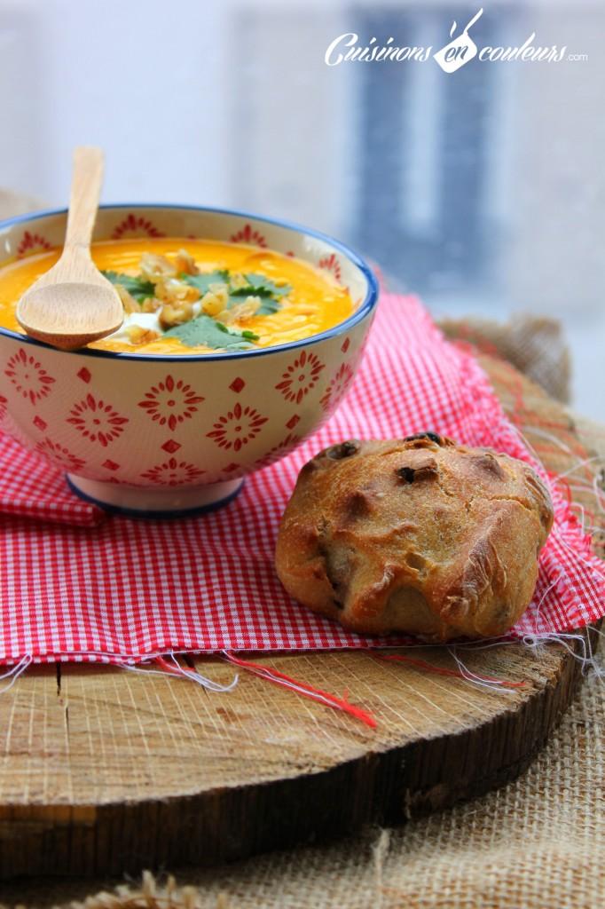 soupe-potiron-682x1024 - Velouté de potiron aux noix et à la coriandre
