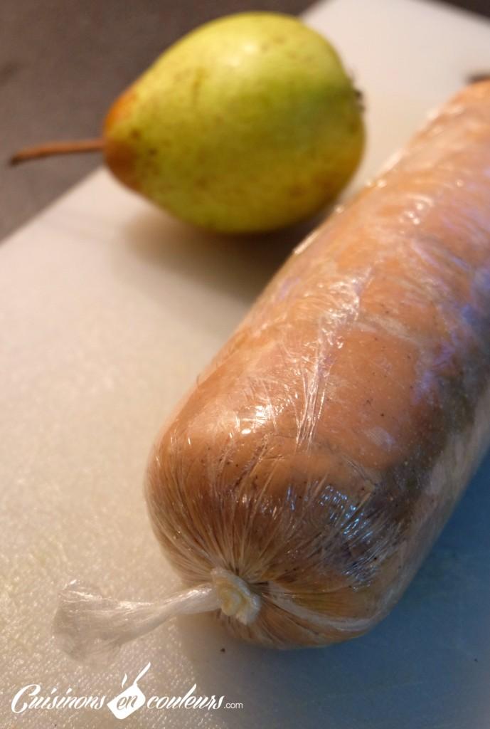 foie-gras-roule-maison-689x1024 - Foie gras maison fourré au confit d'oignons et aux poires