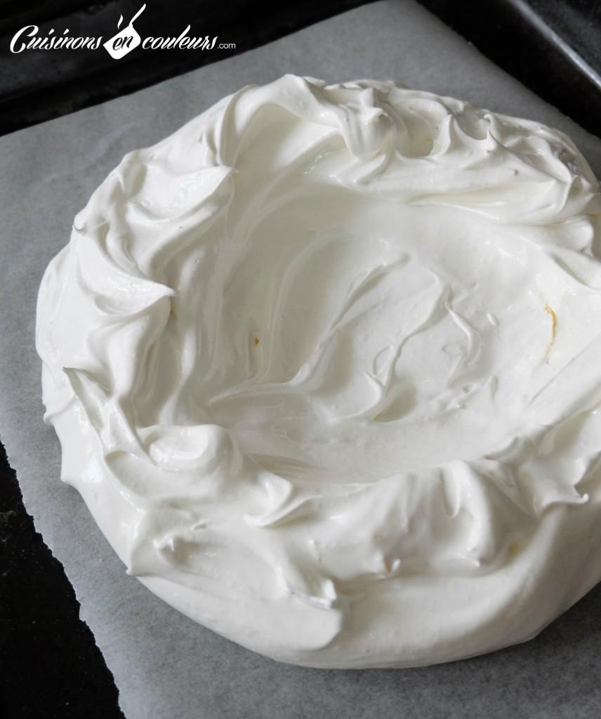 meringue-pavlova-856x1024 - Pavlova aux fruits pour utiliser les restes de blancs d'oeufs !