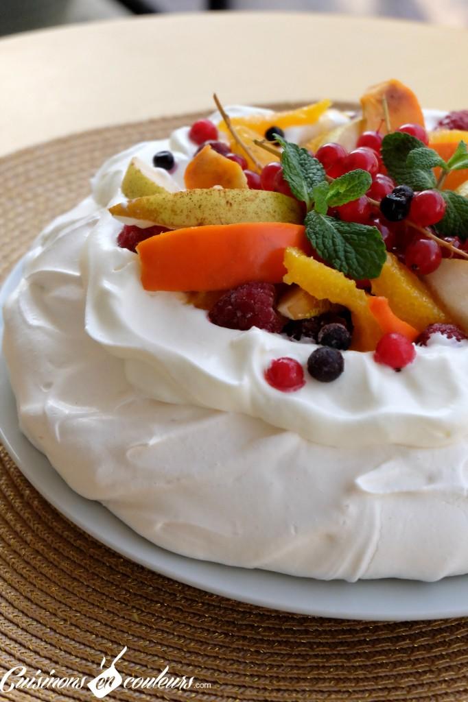 pavlova-facile-682x1024 - Pavlova aux fruits pour utiliser les restes de blancs d'oeufs !