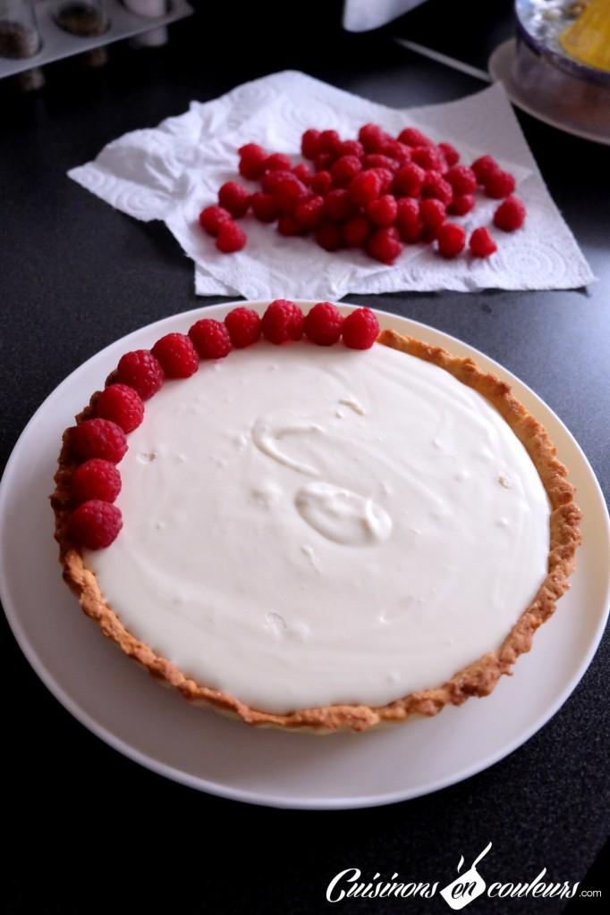 Préparation-de-la-tarte-aux-framboises-682x1024 - Tarte au chocolat blanc et aux framboises