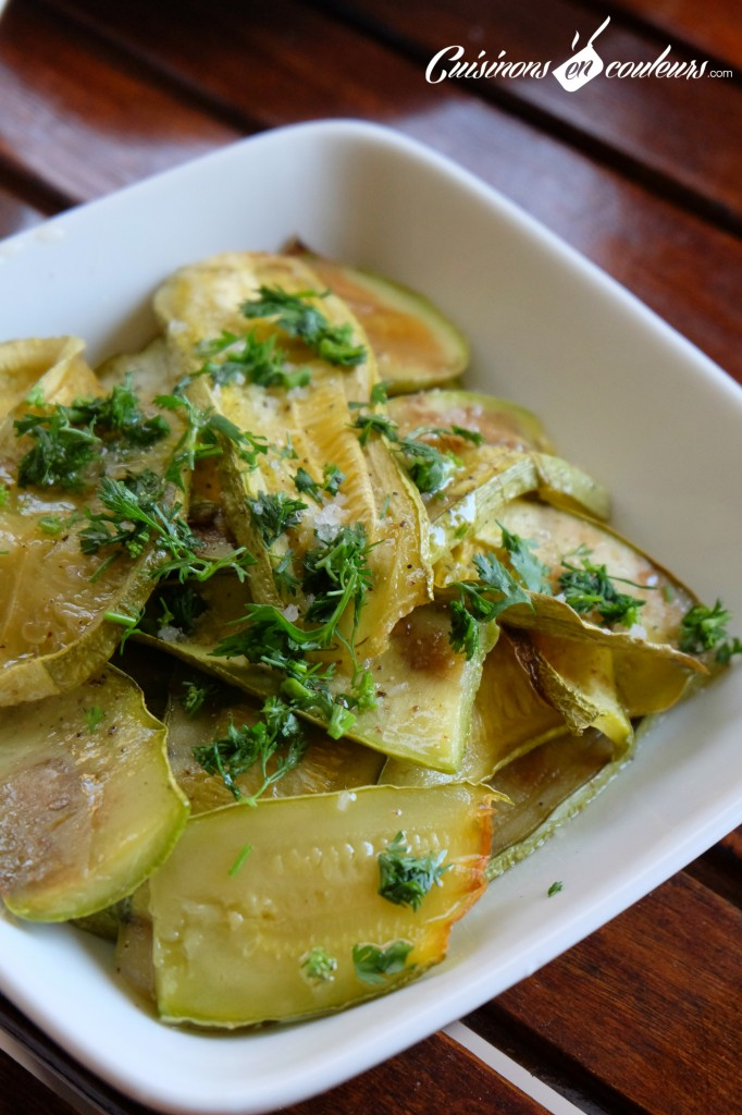Courgettes-grillées-au-four-682x1024 - Salade de courgettes grillées au four à tomber