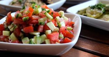 salade-concombre-et-tomates-351x185 - Cuisinons En Couleurs