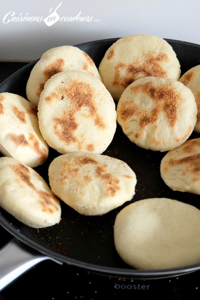 Batbout-en-cuisson-682x1024 - Mini Batbout : Pain traditionnel marocain cuit à la poêle