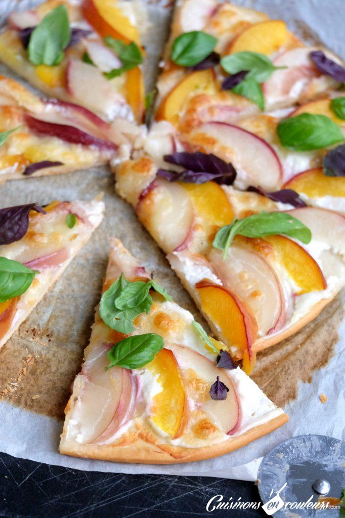 Pizza-sucree-salee-aux-peches-682x1024 - Pizza aux nectarines, à la mozzarella et au basilic
