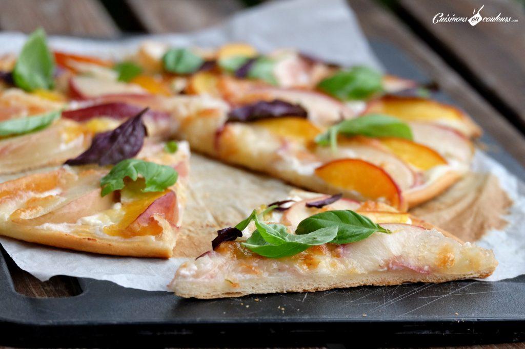 Une-part-de-pizza-aux-fruits-1024x682 - Pizza aux nectarines, à la mozzarella et au basilic