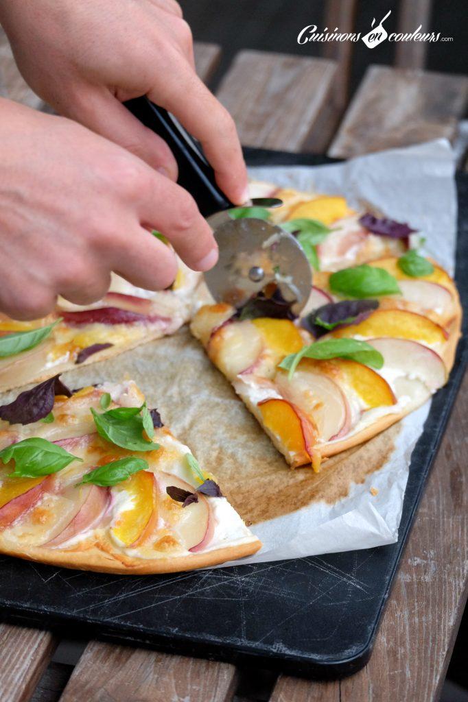 faire-pizza-a-la-maison-682x1024 - Pizza aux nectarines, à la mozzarella et au basilic