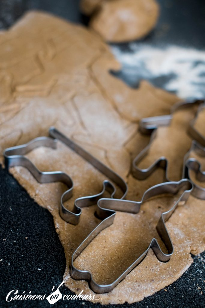 biscuits-4-683x1024 - Bonhommes en pain d'épices de Noël