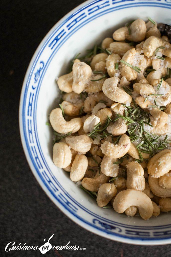 Noix-de-cajou-4-683x1024 - Noix de cajou grillées au sel et au romarin