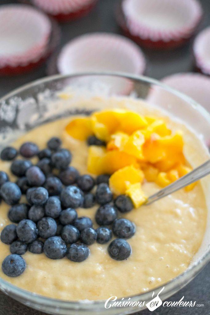 Muffins-nectarines-et-myrtilles-8-683x1024 - Muffins aux nectarines et aux myrtilles