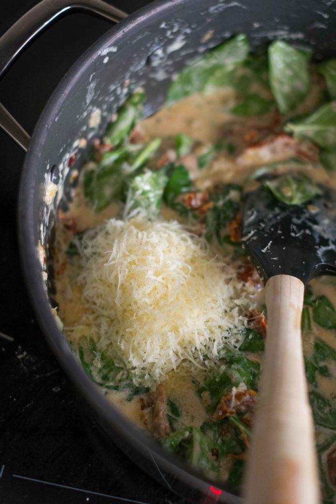 Saumon-aux-tomates-sechees-6-683x1024 - Poulet à la crème, aux épinards et aux tomates séchées