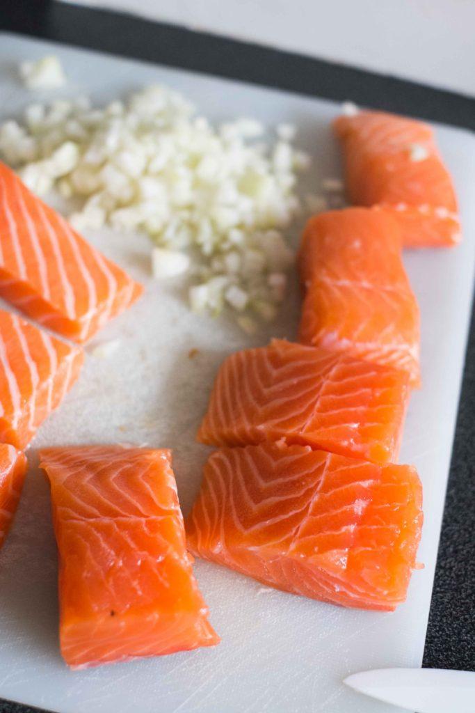 Saumon-aux-tomates-sechees-683x1024 - Filets de saumon à la crème et aux épinards