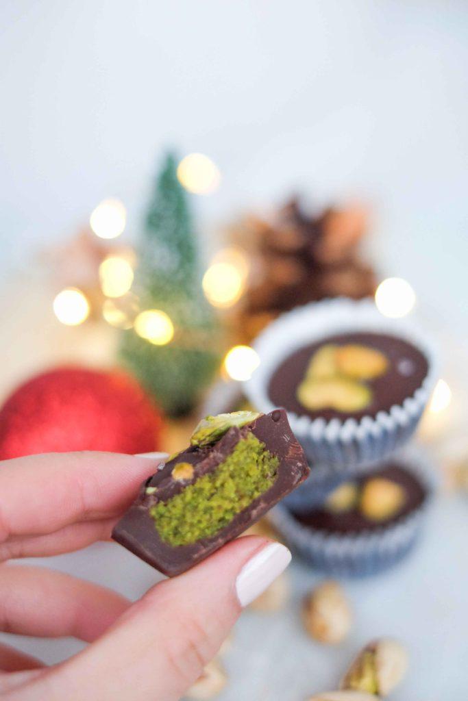 bouchees-choco-pistaches-13-683x1024 - Bouchées au chocolat à la pistache