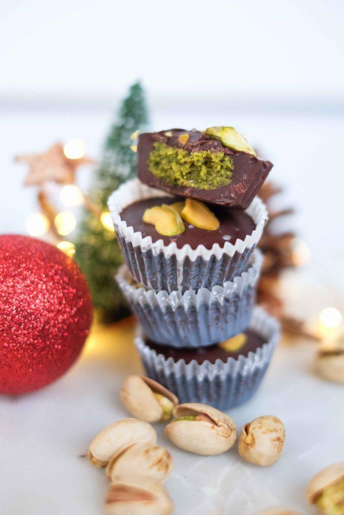 bouchees-choco-pistaches-15-683x1024 - Bouchées au chocolat à la pistache