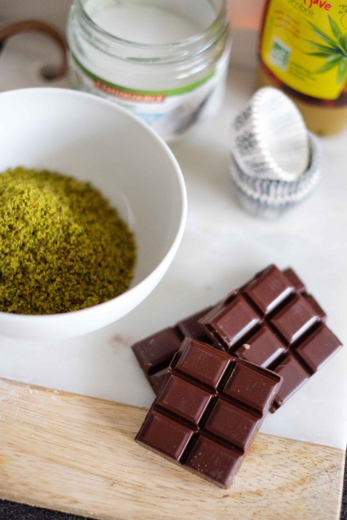 bouchees-choco-pistaches-683x1024 - Bouchées au chocolat à la pistache
