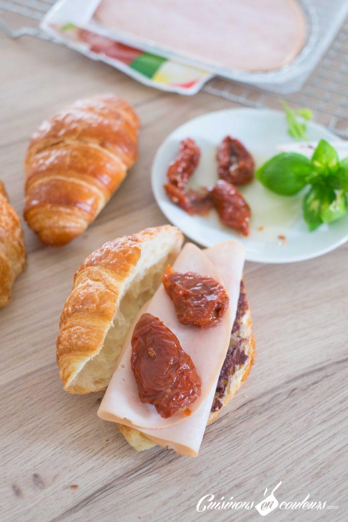 Croissants-aux-tomates-sechees-et-a-la-dinde-fumee-2-683x1024 - Croissants farcis à l'italienne