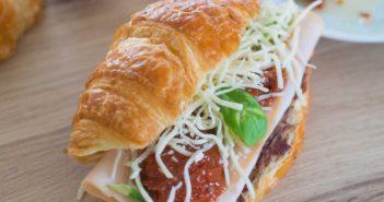 Croissants-aux-tomates-sechees-et-a-la-dinde-fumee-3-351x185 - Cuisinons En Couleurs