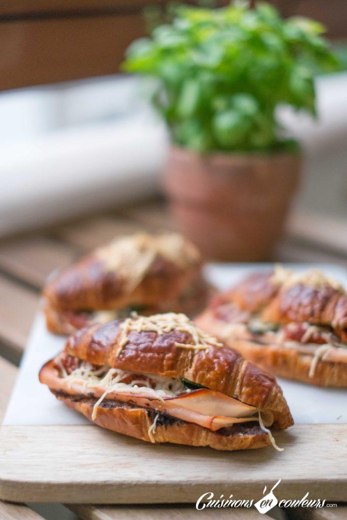 Croissants-aux-tomates-sechees-et-a-la-dinde-fumee-8-683x1024 - Croissants farcis à l'italienne