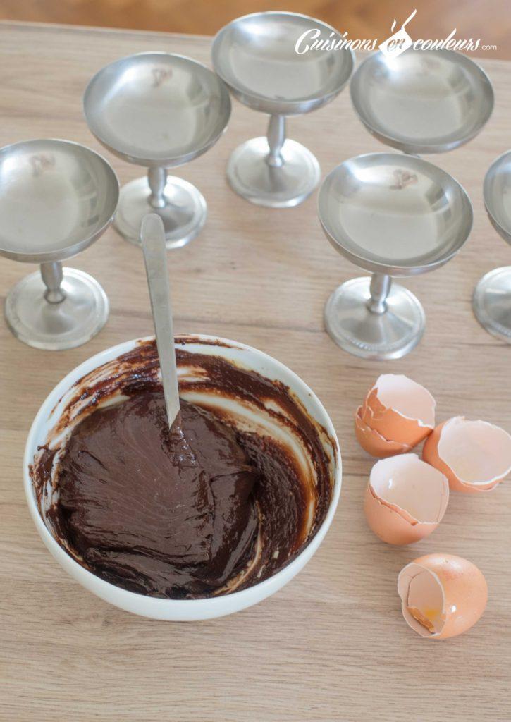 Mousse-au-chocolat-3-725x1024 - Mousse au chocolat : la version simple et rapide à préparer