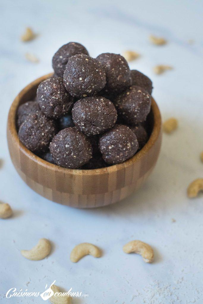 energy-balls-8-683x1024 - Energy Balls aux dattes, noix de cajou et noix de coco