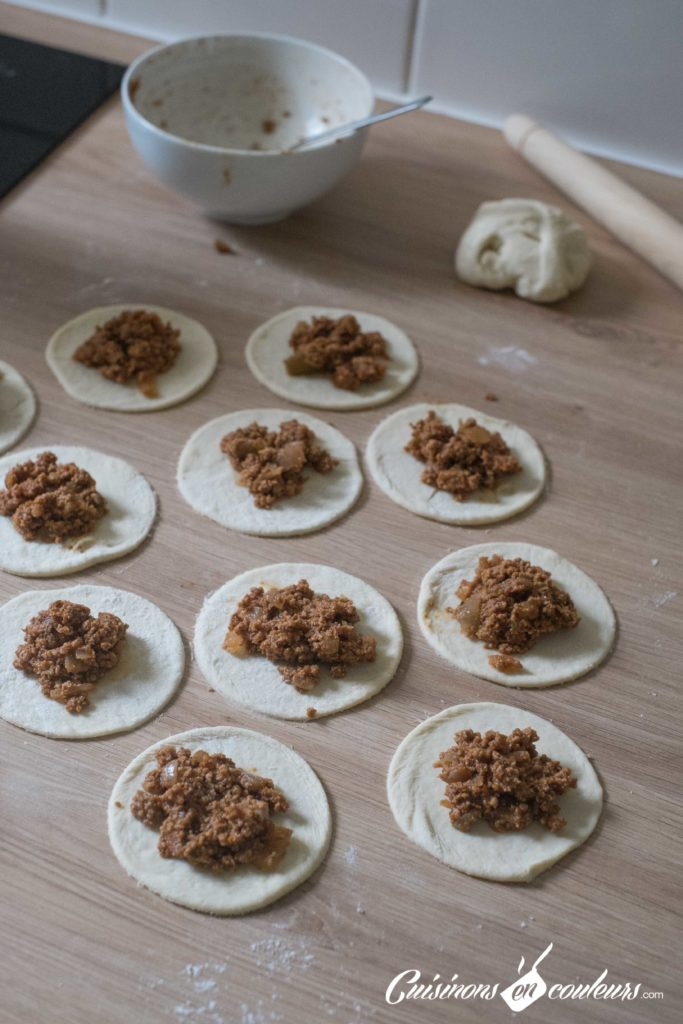 Feuilletes-viande-hachee-5-683x1024 - Feuilletés à la viande hachée, grenade et pignons de pin