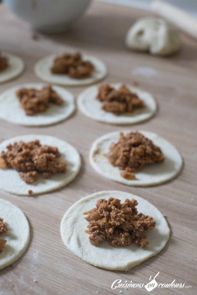 Feuilletes-viande-hachee-6-683x1024 - Feuilletés à la viande hachée, grenade et pignons de pin