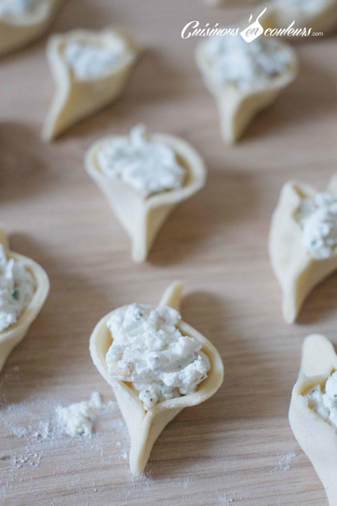 Fatayers-fromage-10-683x1024 - Fatayers au fromage de chèvre, pignons de pin et à la menthe