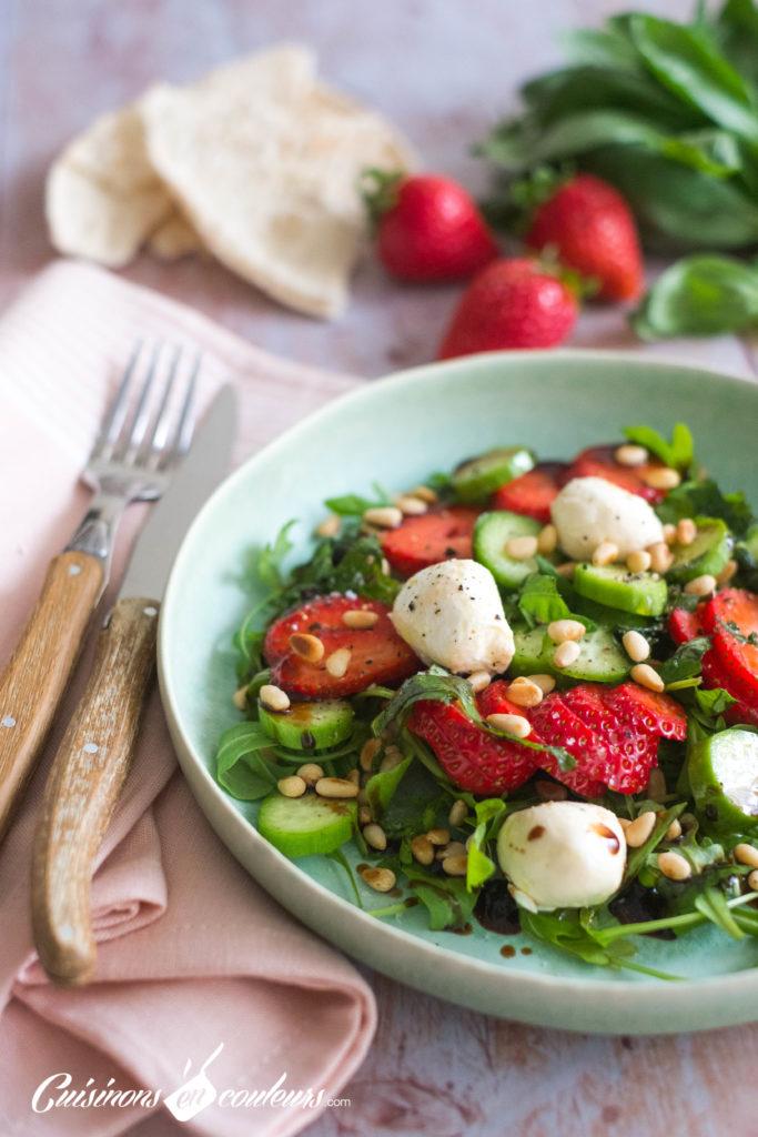Salade-fraises-3-683x1024 - Salade de roquette, fraises, concombre et billes de labné