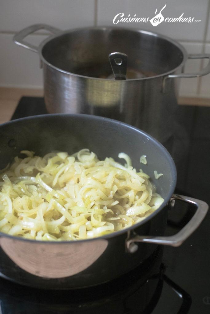 Couscous-Tfaya-5-683x1024 - Couscous au poulet et tfaya (confit d'oignons et raisins secs caramélisés)