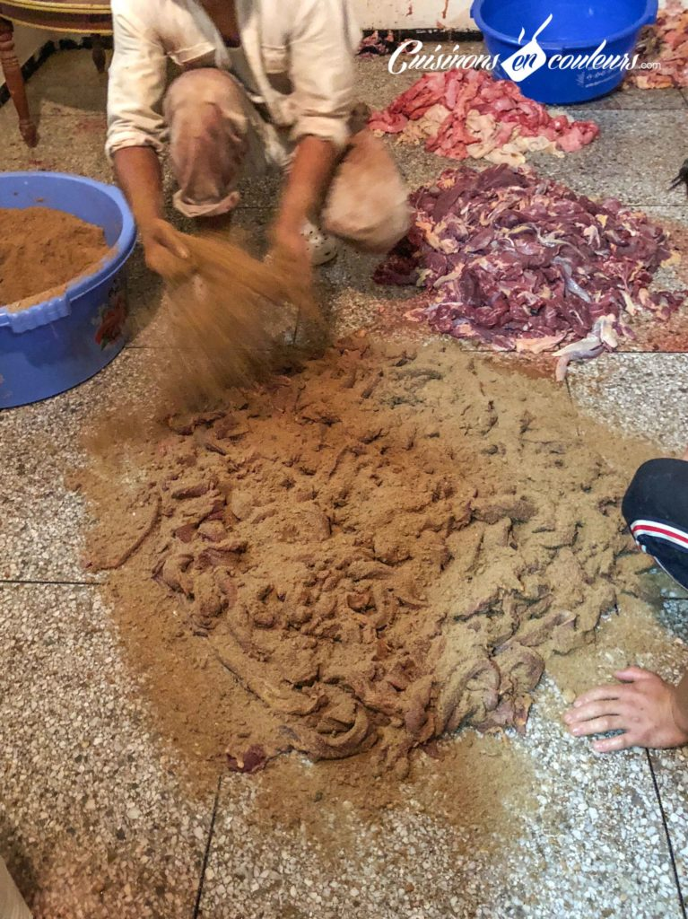 Preparation-khlii-6-767x1024 - Préparation traditionnelle de l'khliî, viande séchée marocaine