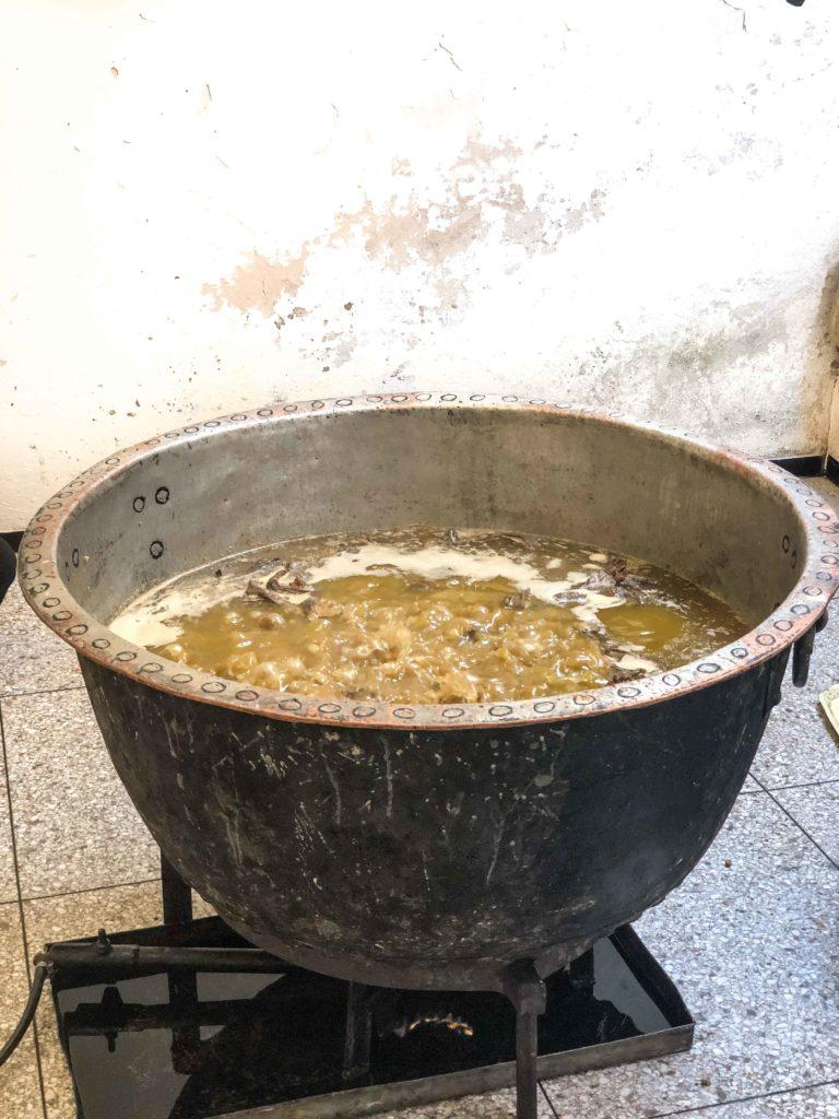 Preparation-khlii-768x1024 - Préparation traditionnelle de l'khliî, viande séchée marocaine