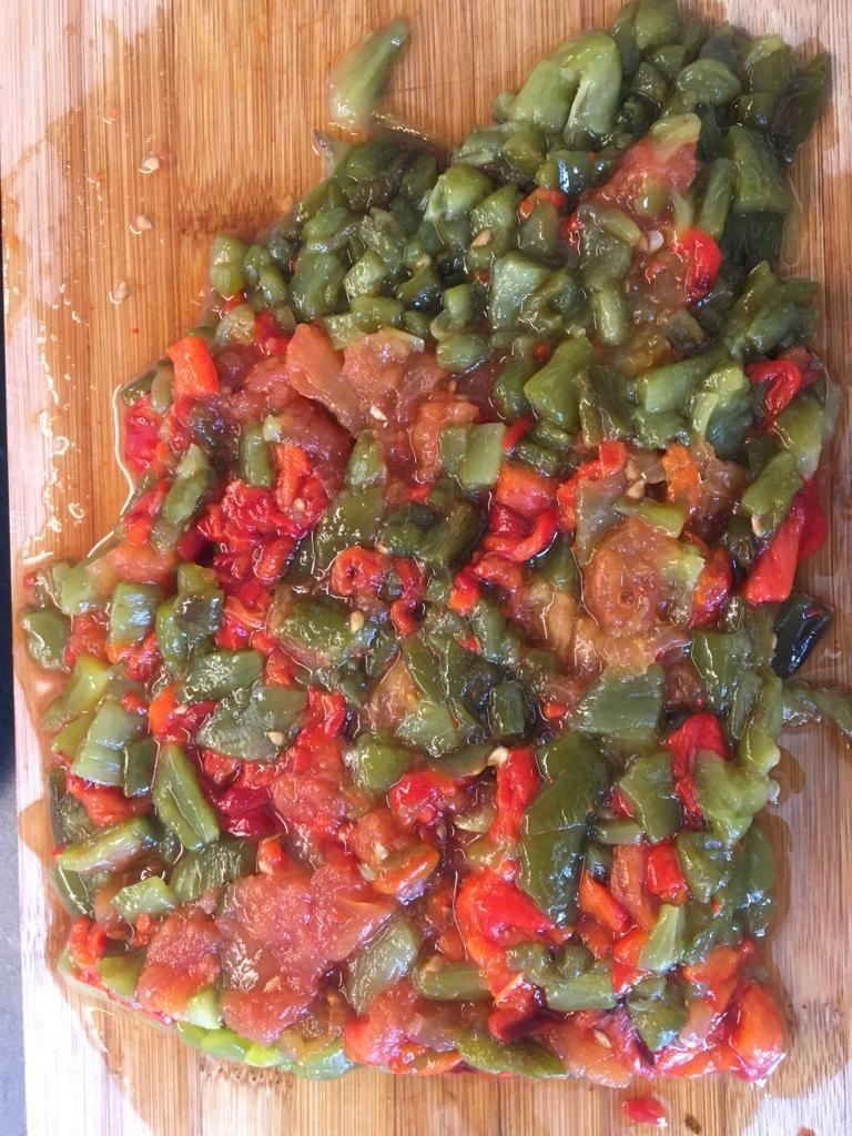 1e940d6e-48ce-4657-aa67-790b0eb3afaf-768x1024 - Méchouia, salade de poivrons et tomates grillés