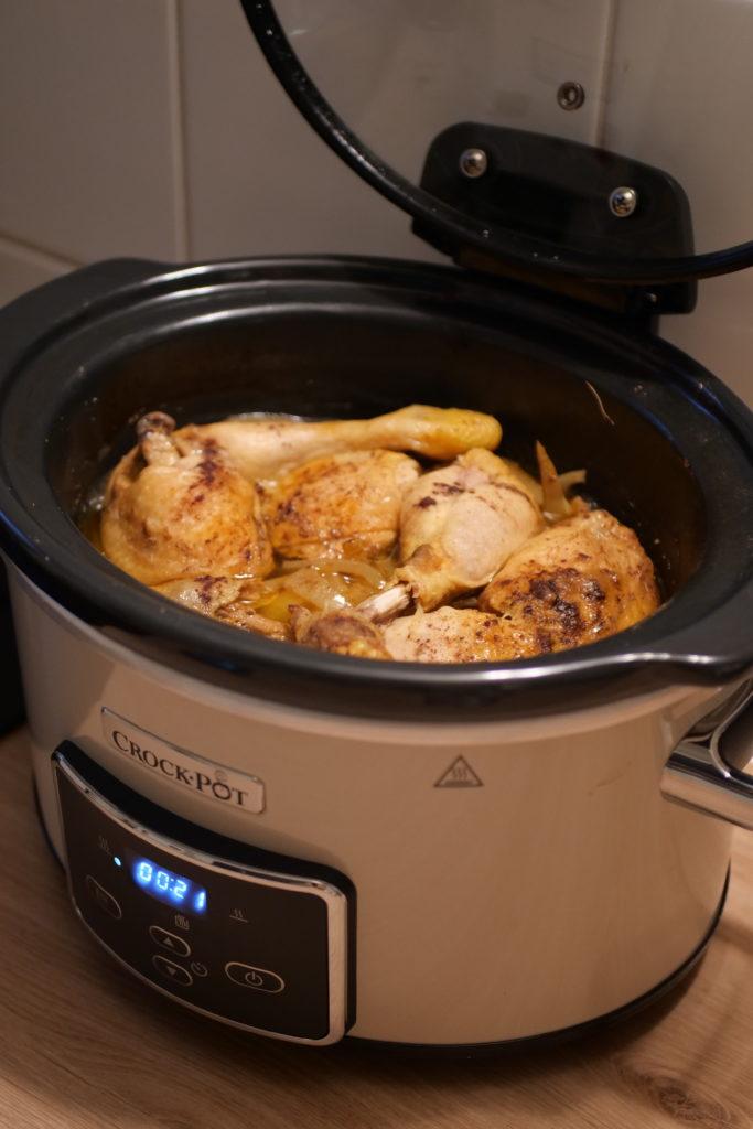 P1013285-e1576173374887-683x1024 - Tajine de poulet aux oignons et raisins secs