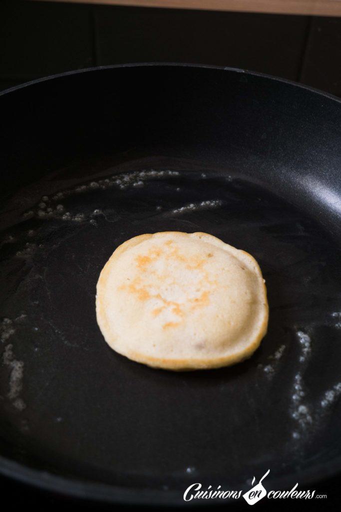 Pancakes-banana-5-683x1024 - Pancakes à la banane, SANS OEUFS