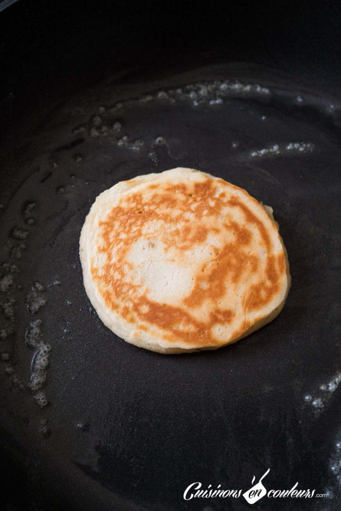 Pancakes-banana-6-683x1024 - Pancakes à la banane, SANS OEUFS