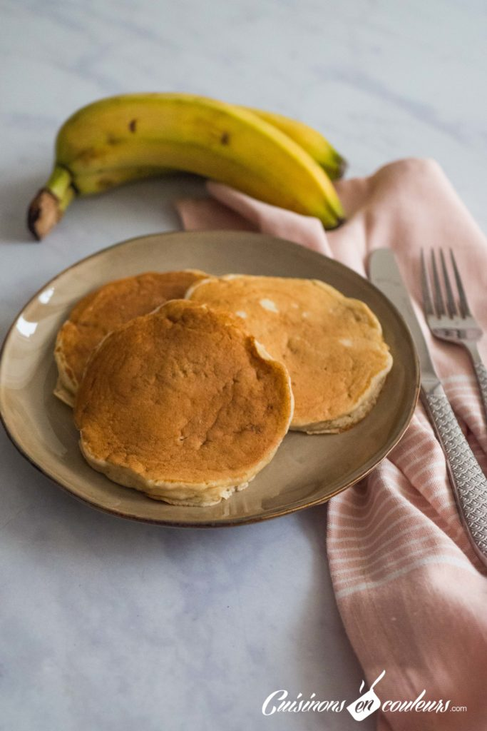 Pancakes-banana-7-683x1024 - Pancakes à la banane, SANS OEUFS