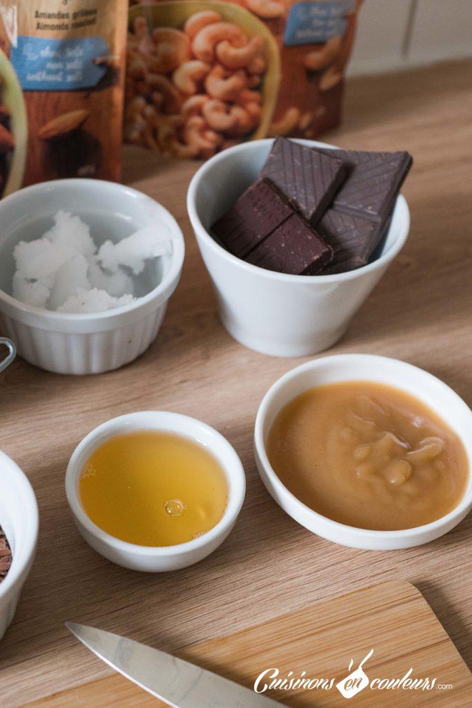 Granola-fait-maison-3-683x1024 - Granola aux amandes et noix de cajou grillées et au chocolat