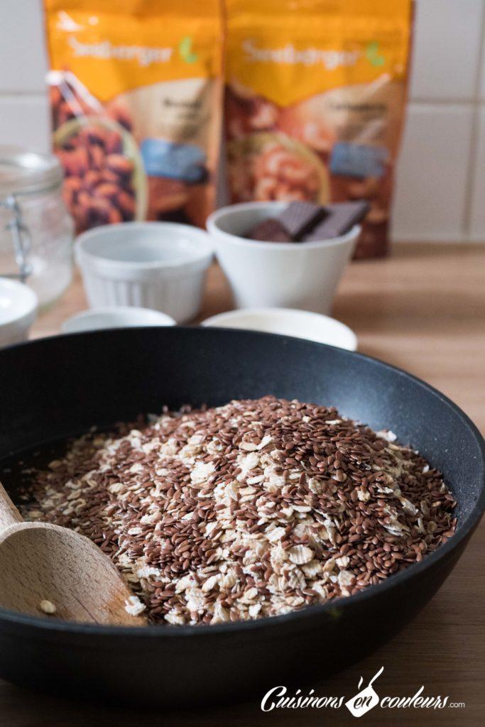 Granola-fait-maison-5-683x1024 - Granola aux amandes et noix de cajou grillées et au chocolat