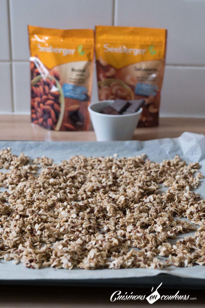 Granola-fait-maison-7-683x1024 - Granola aux amandes et noix de cajou grillées et au chocolat