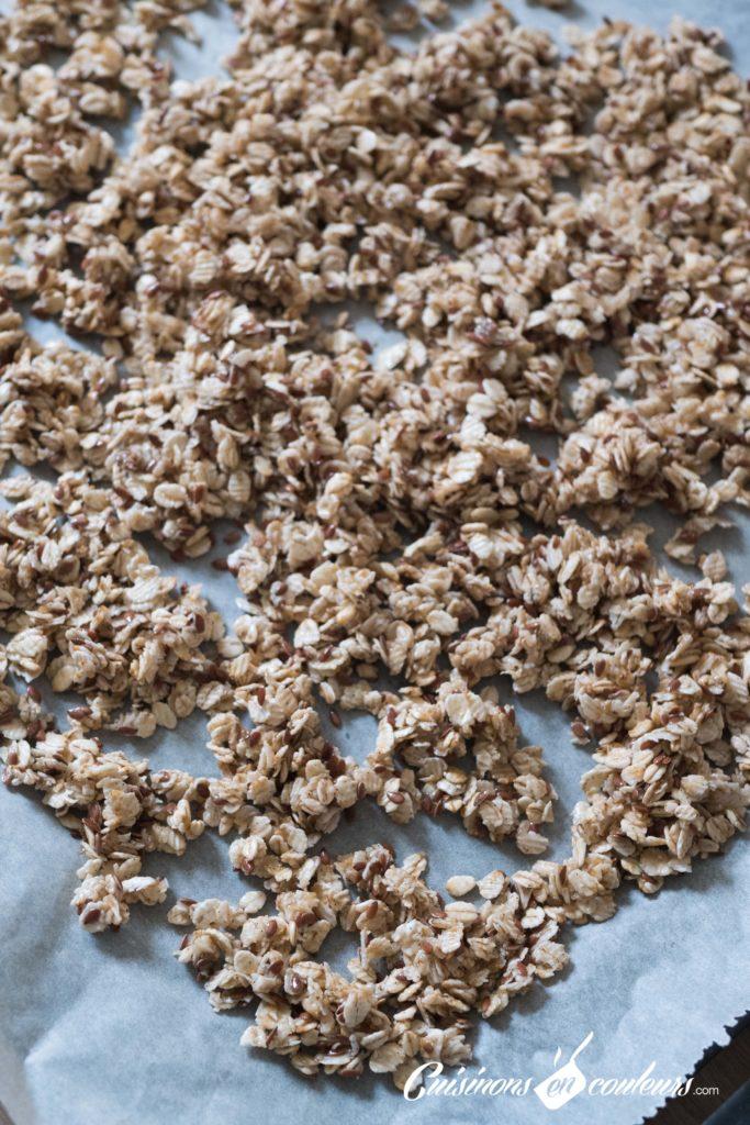 Granola-fait-maison-8-683x1024 - Granola aux amandes et noix de cajou grillées et au chocolat