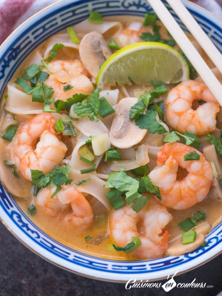 soupe-thai-crevettes-4-768x1024 - Soupe thaï de crevettes au lait de coco et au curry rouge