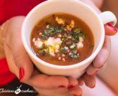 Soupe froide de tomates et oignons rôtis